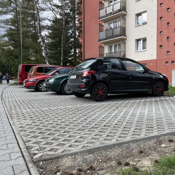 Partizánska ulica - parkovacie plochy