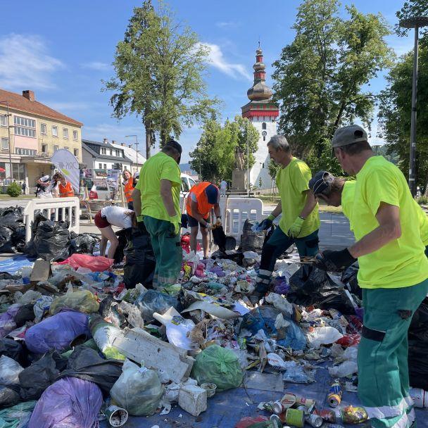 Triedenie odpadu na Námestí baníkov - analýza