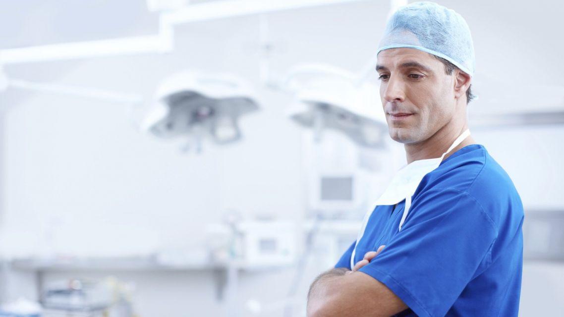 Nemocnica AGEL Handlová zakázala návštevy